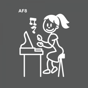 Ado fille jouant du piano