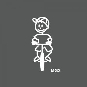 Garçon à vélo ou sur un bmx
