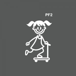 Petite fille sur une trottinette